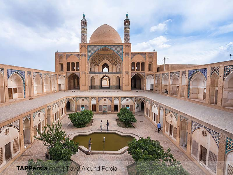 the architecture of Agha Bozorg Mosque