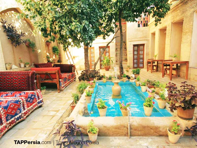 Mahmonir Guesthouse - Best Boutique Hotels