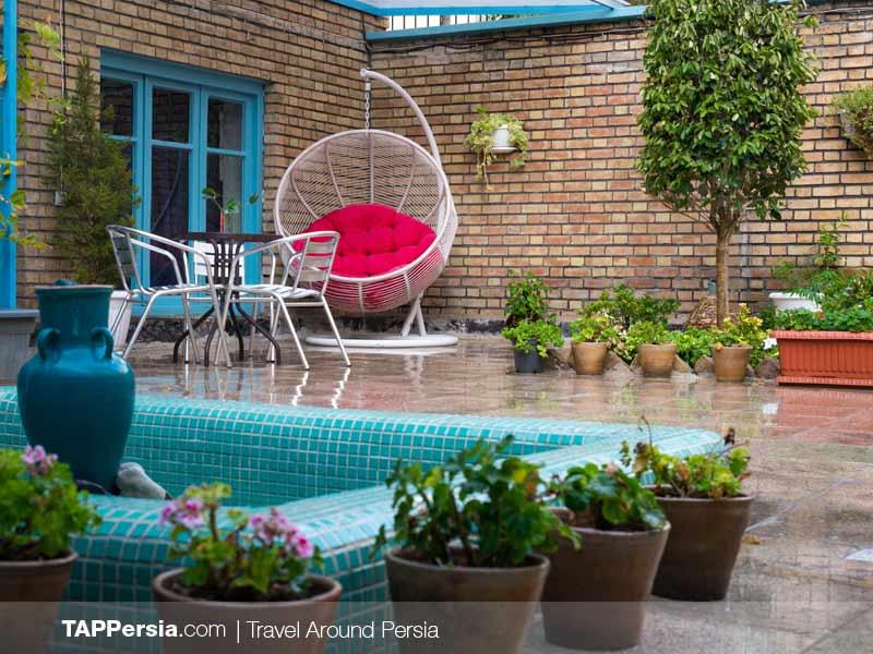 Bahar St. Branch Garden - Hi Tehran Hostels - The Accommodation You Want to Choose for Tehran