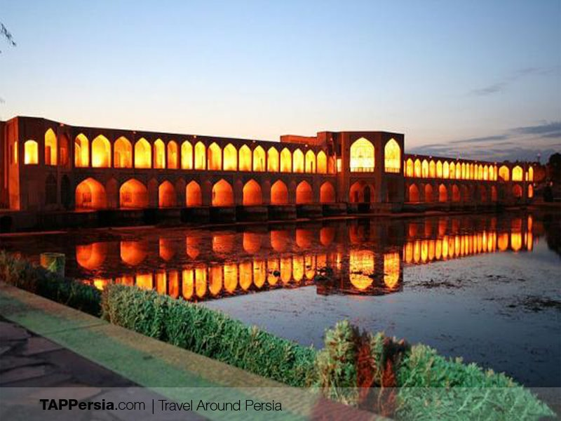 Khaju Bridge - Places to walk in Isfahan